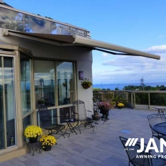 retractable-awning-on-terrace