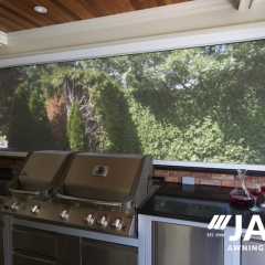 outdoor-kitchen-roll-screen-awning